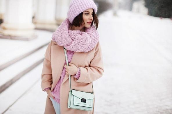 Как связать спицами оригинальный женский шарф