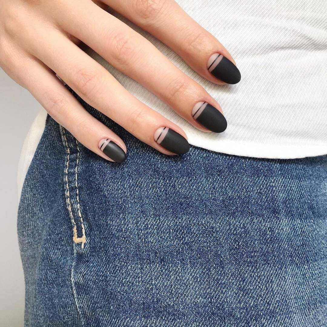 Чёрный матовый маникюр — фото ногтей с дизайном