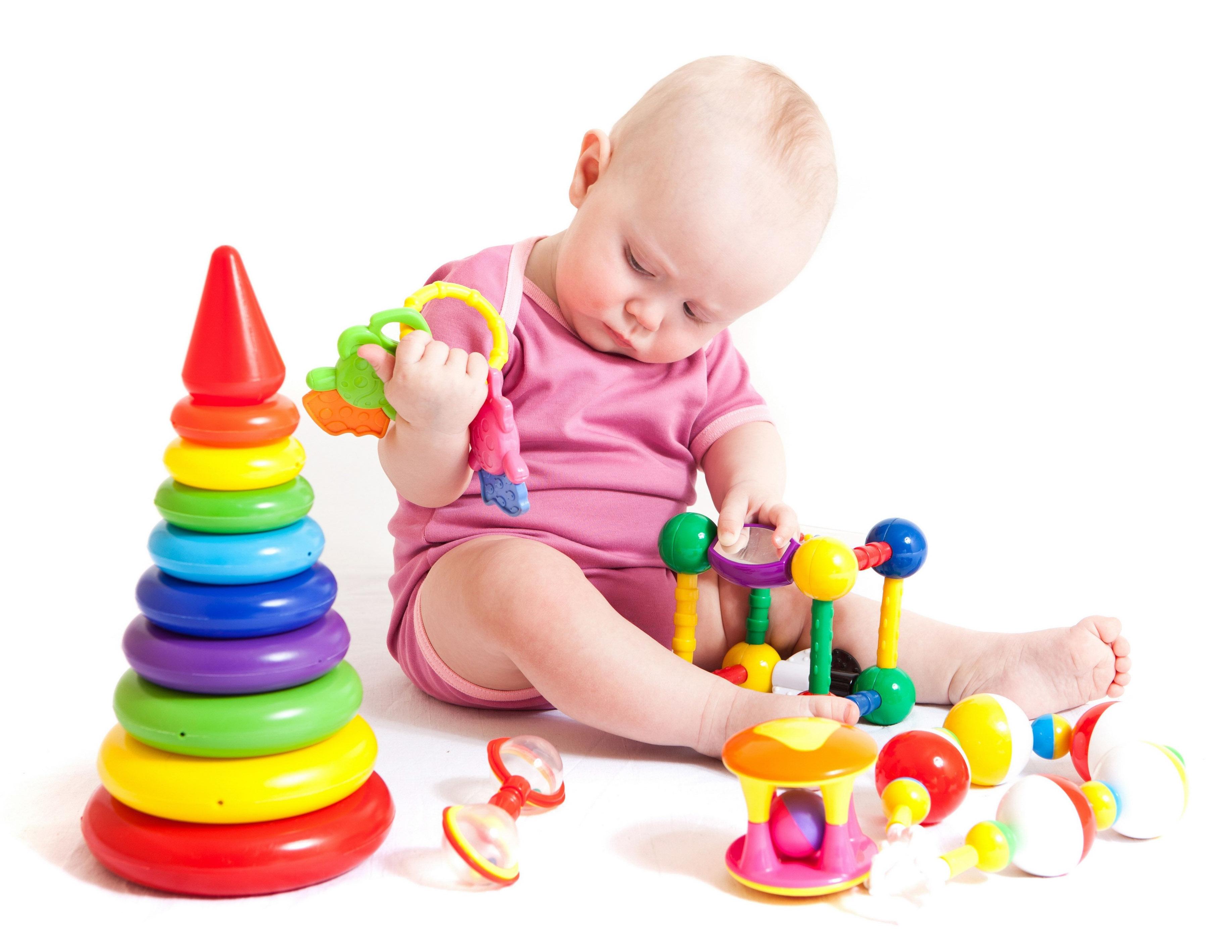 Развитие ребенка в 10 месяцев, что должны уметь мальчики, девочки