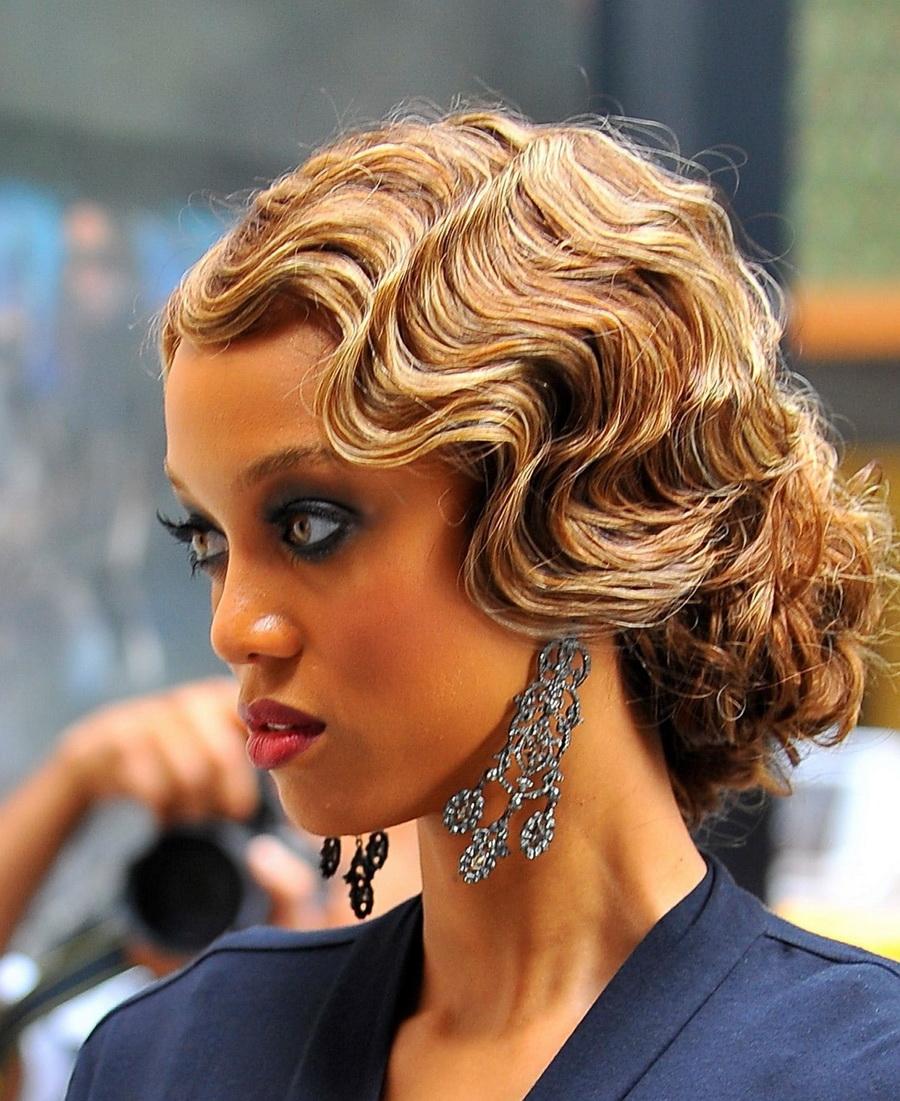 Варианты праздничных причесок на средние волосы для девушек
